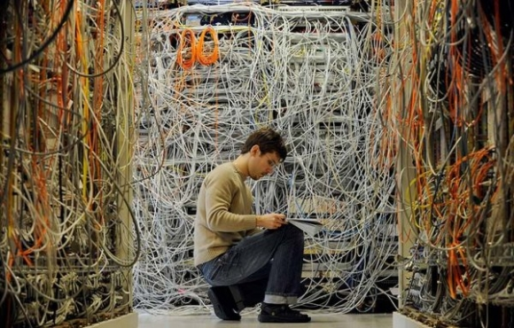Wires_a_server_room_nightmares600x3