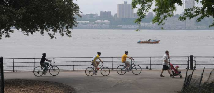 Bicyclists_in_riverside_park_south